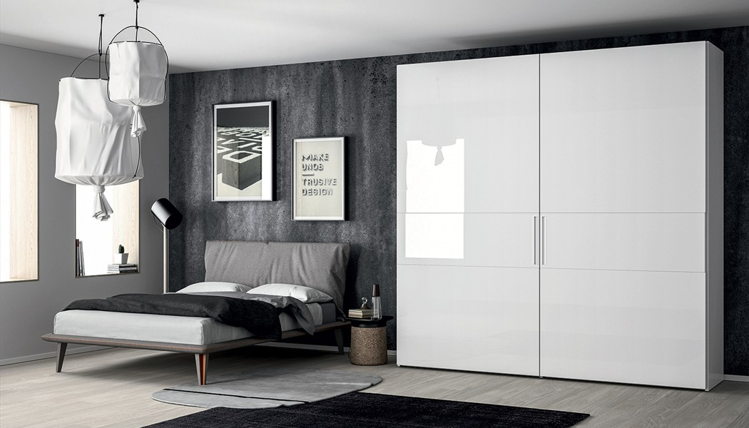 armoire garde robe design a portes coulissantes coplanaires emotion porto venere. Black Bedroom Furniture Sets. Home Design Ideas