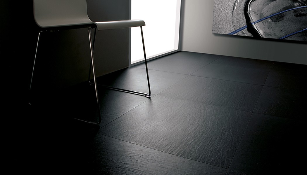 Carrelage aspect ardoise noire lavagna a spacco porto venere for Joint carrelage noir