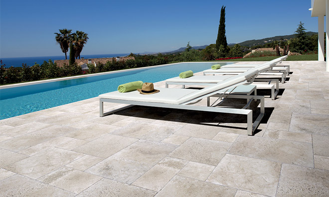 Carrelage terrasse aquitaine gris porto venere for Photo terrasse carrelage gris